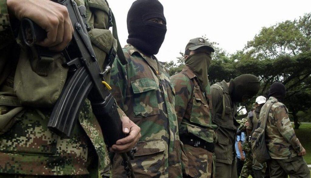 Terroristas de las FARC se enfrentan con banda criminal los Pelusos